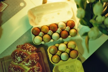 zopf-eier-und-blumen