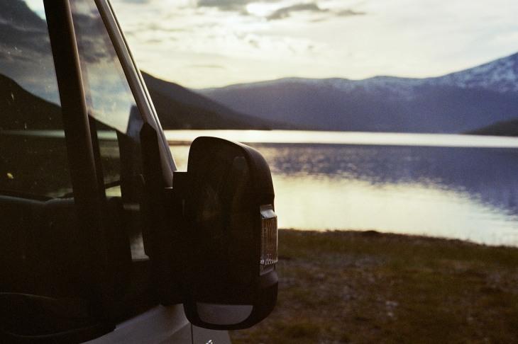 Autospiegel am See