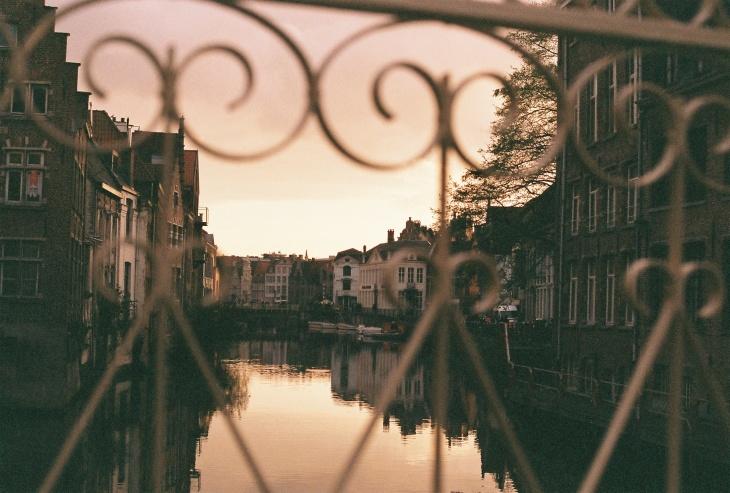 Abends auf der Brücke