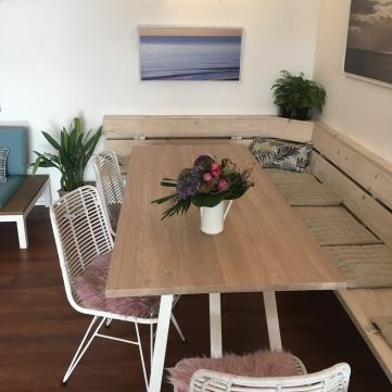 Gemütlicher Tisch